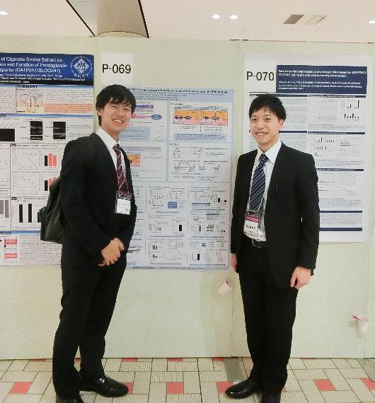 写真:望月達貴(左)と中村吉伸(右)
