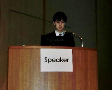 写真:Speaker席に立つ著者